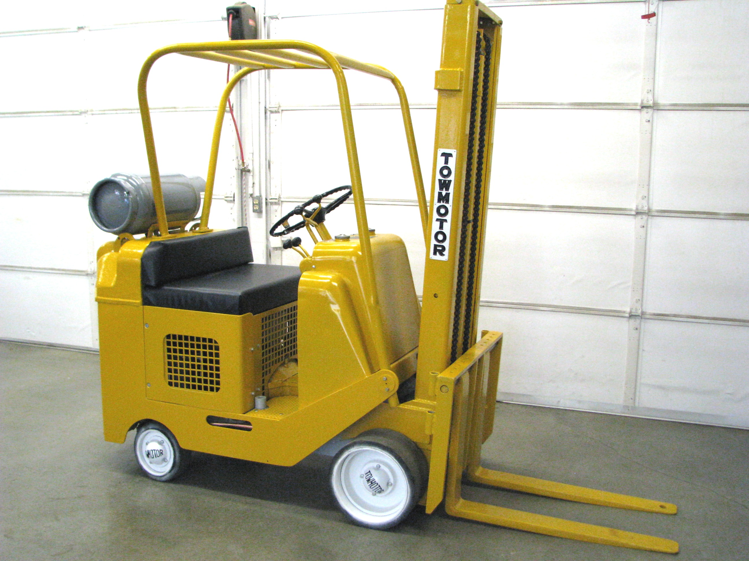 Towmotor forklifts tow motor for Forklift motor for sale