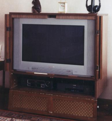 Tv Meubel Flatscreen.Tv Meubel Gesloten
