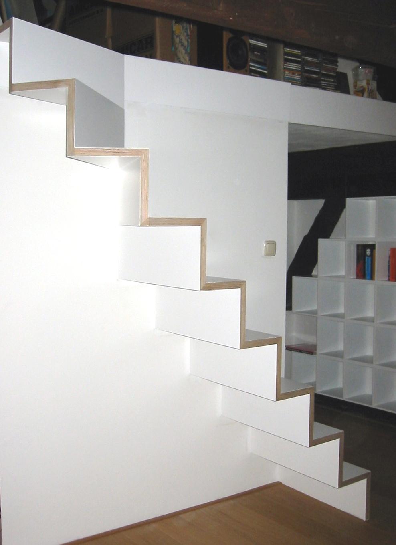 Pakhuis de trap is samengesteld uit 30 mm berken multiplex ontwerp