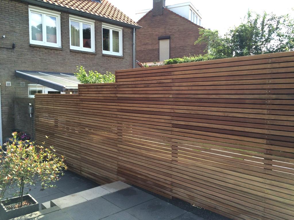 Tuinen gemaakt van ons bankirai hout door hoveniers tuin for Schutting tuin