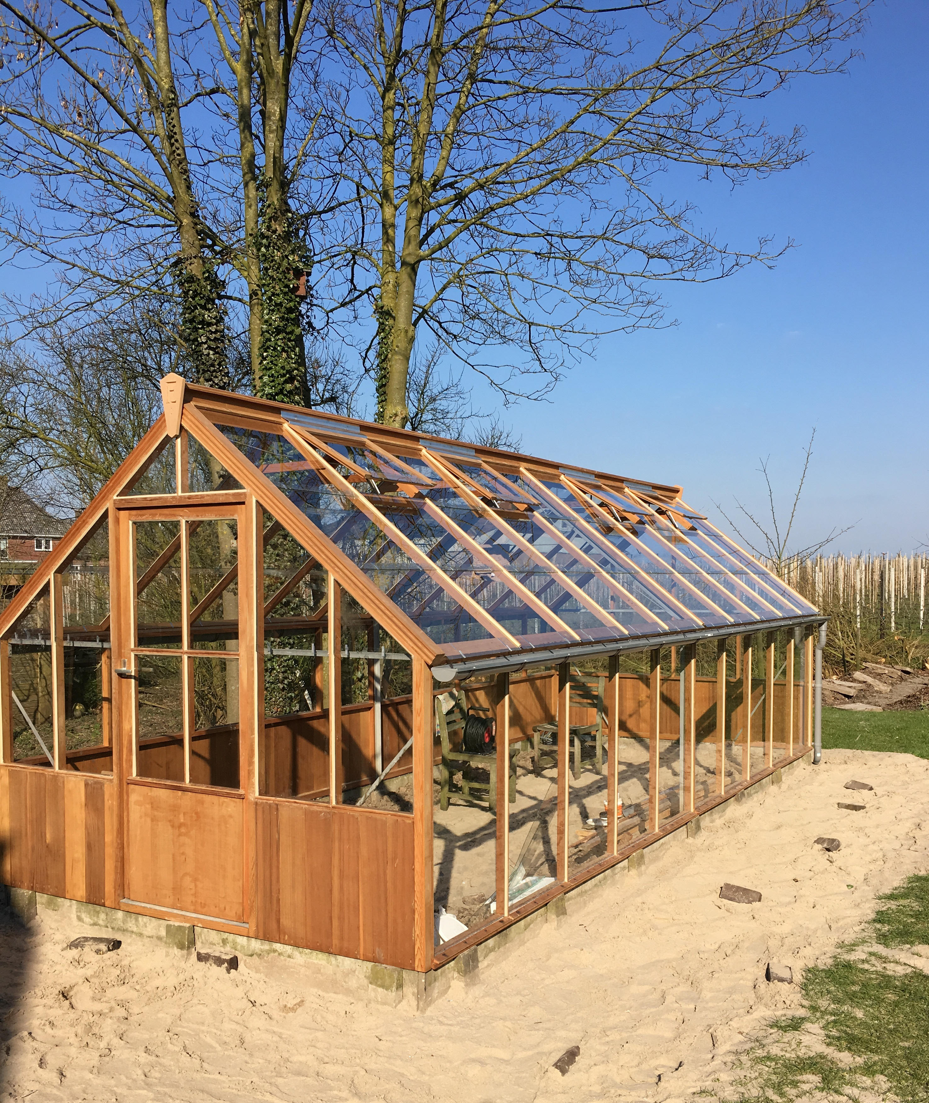 Tuinen gemaakt van ons (bankirai) hout door hoveniers tuin vijver ...