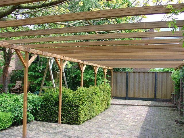 Tuinen gemaakt van ons bankirai hout door hoveniers tuin vijver